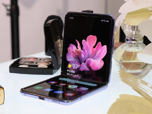 頑美自拍折疊手機!三星Galaxy Z Flip台灣即日可預購