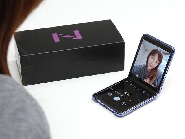小巧折疊手機 SAMSUNG Z Flip台灣規格版本開箱