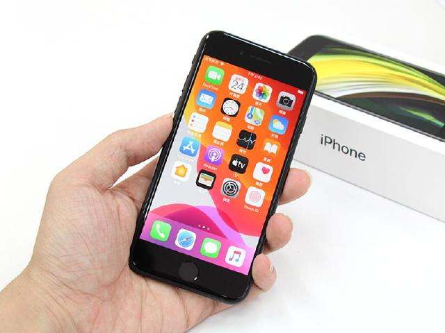 Touch ID經典回歸!蘋果iPhone SE二代開箱動手玩