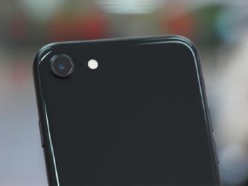 iPhone入門款 SE 2代單鏡頭相機、人像模式實測