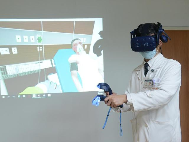 HTC DeepQ聯手醫療單位 利用VR訓練新冠肺炎照護