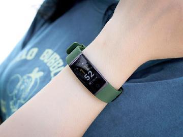 超平價、還可USB直充!realme手環開箱體驗