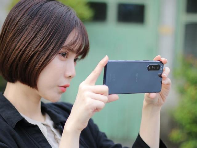 單手好掌握、5G旗艦手機 Sony Xperia 5 II開箱測試