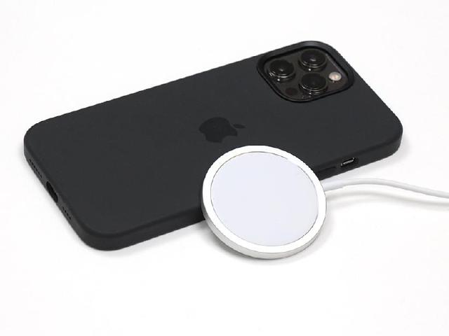 iPhone12貼身配件 Magsafe無線充電器開箱