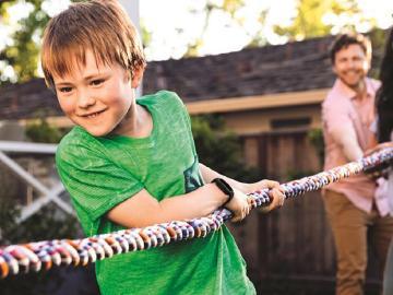Fitbit Ace 3兒童智慧手環3月底開賣 小小兵錶帶同步推出