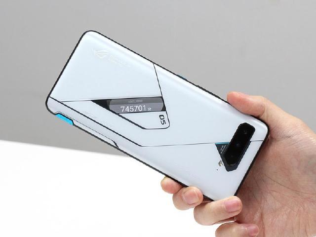 S888性能解放!ROG Phone 5 Ultimate跑分實測