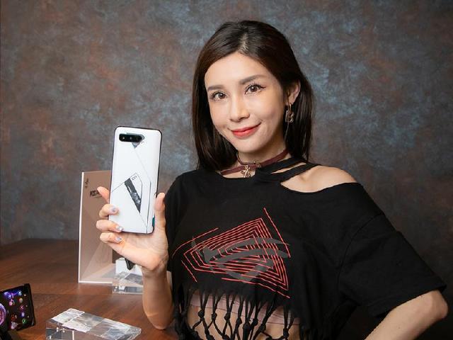 ROG Phone 5 Ultimate購機享有粉絲大禮包 6/8開放預購