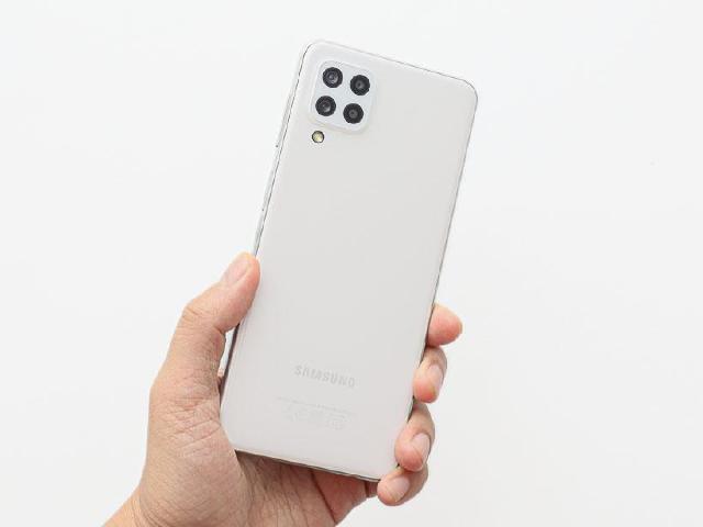4G超鯊系列中階手機 SAMSUNG Galaxy M32開箱