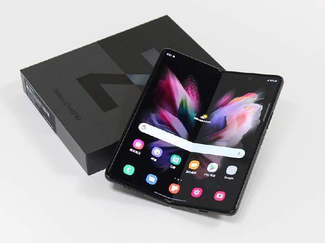 IPX8防水、螢幕下鏡頭技術!三星Z Fold3 5G折疊手機搶先開箱