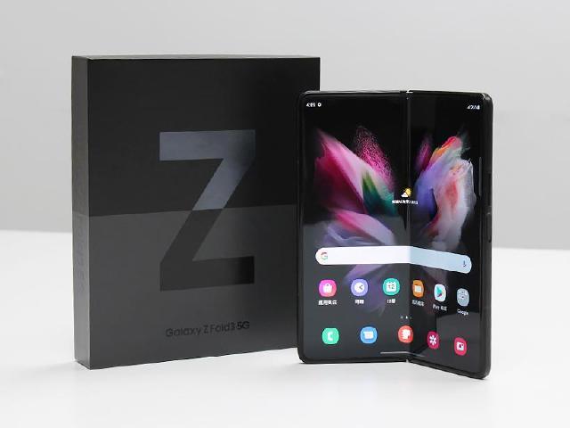 三星折疊螢幕手機Z Fold3 效能跑分、電池續航力實測