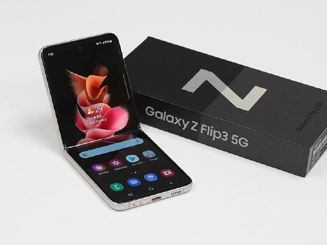 封面螢幕變更大 SAMSUNG Z Flip3 5G防水折疊手機開箱