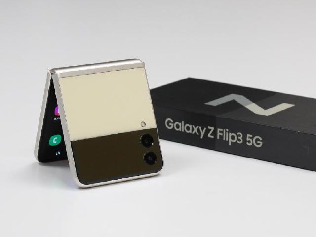 三星翻蓋折疊螢幕手機Z Flip3 5G 效能跑分與續航力實測